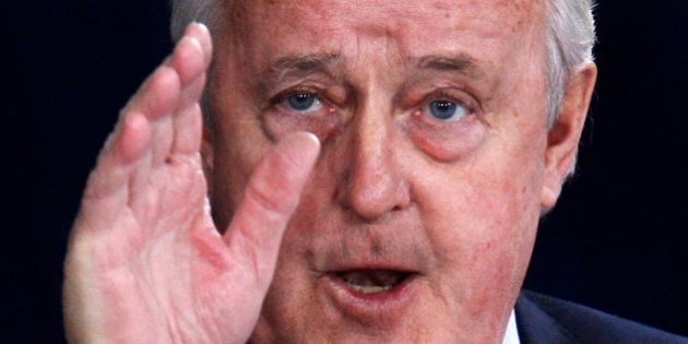 Former Canadian Prime Minister Brian Mulroney testifies at the Oliphant Commission in Ottawa May 20, 2009. The commission is probing Mulroney's business dealings with German-Canadian arms dealer Karlheinz Schreiber. REUTERS/Chris Wattie (CANADA POLITICS BUSINESS)