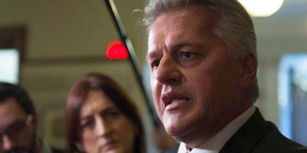 Mêlée de presse: le ministre Laurent Lessard traite un journaliste de