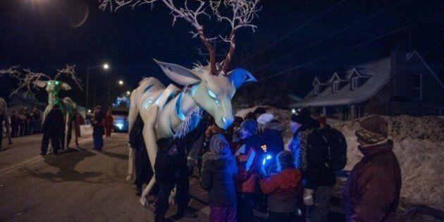 Le premier défilé nocturne du Carnaval met de la couleur en Basse-Ville de