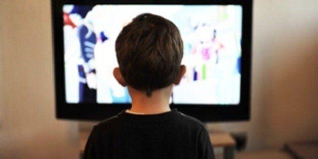 Des limites de temps devant le petit écran pour les moins de 5 ans, selon des