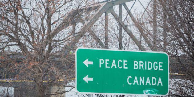 Road sign points motorists toward the Canadian border in Buffalo, New York, U.S. December 22, 2016.   REUTERS/Lindsay DeDario
