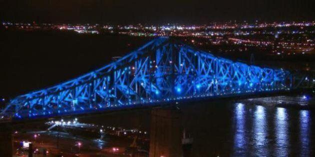 Le pont Jacques-Cartier illumine le ciel de Montréal