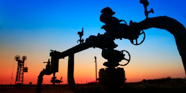 In the evening of oilfield pipeline
