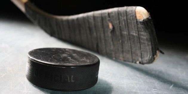 Une jeune fille a été tuée par une rondelle de hockey au