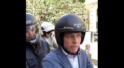 Un candidato del PP la lía en moto en la calle Mayor de Madrid: el final es completamente
