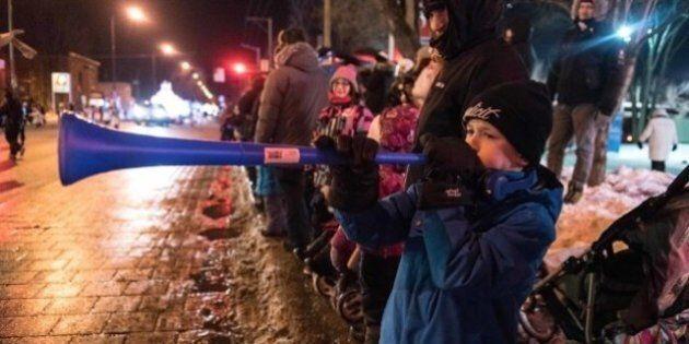 La foule brave le froid pour le défilé du Carnaval en haute-ville de