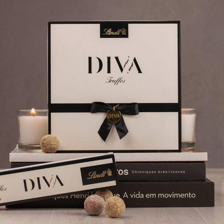 Bombons da linhaDIVA, da Lindt, composta por trufas de sabores sofisticados, cobertas com pó dourado e em elegantes embalagens para presentear (a partir deR$ 29,90).
