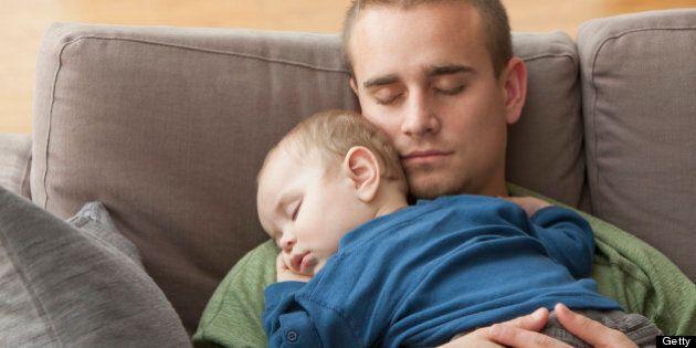 Le programme fédéral de congés parentaux remis en question par une