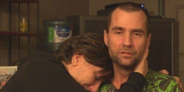 Un homme plonge sous la glace trois fois pour sauver sa femme piégée dans un lac à