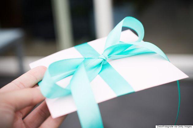 Les cadeaux de la fête des Mères que l'on fait semblant d'aimer comparés à ceux qu'on aime