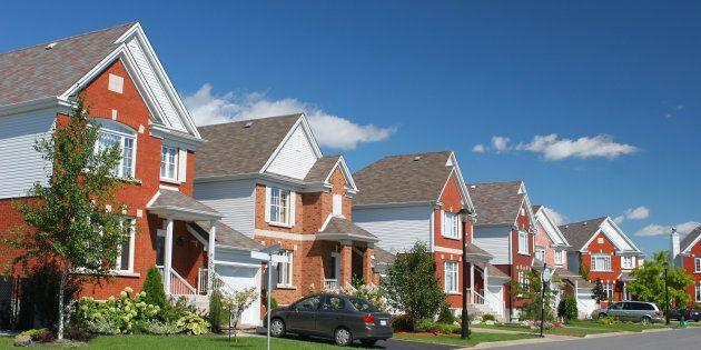 Les Canadiens trouvent les coûts d'habitation trop onéreux, selon un