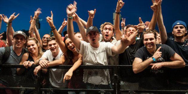 Des festivaliers très impatients de voir les Red Hot Chili Peppers en 2016. (Alice Chiche/HuffPost