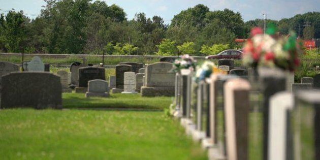 Le cimetière à