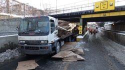 Un camion heurte (encore) un viaduc à