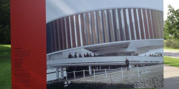 Cette photo du Kaléidoscope d'Expo 67 est présentée comme le pavillon de l'URSS dans l'oeuvre présentée...