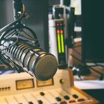 Radio X, «un danger pour la santé publique», boycottée par la Ville de