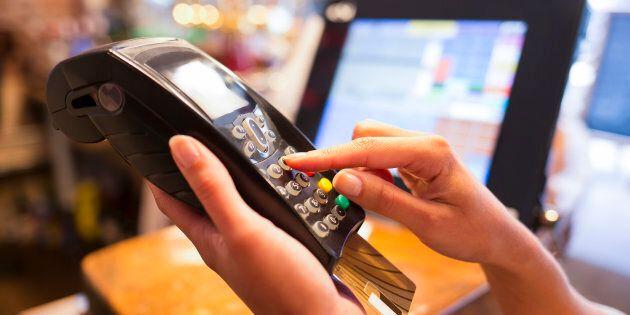 Des détaillants abandonnent les espèces au profit des transactions