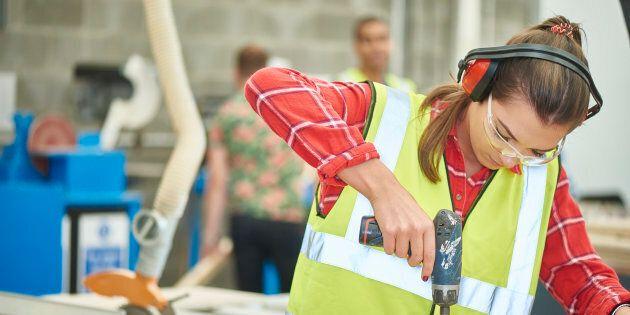 De plus en plus de femmes dans la construction... mais les progrès sont