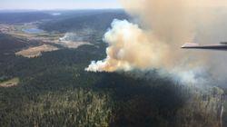 Colombie-Britannique: le feu de forêt continue de se répandre, 3000 personnes
