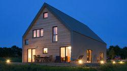 Cette superbe maison au milieu des champs joue la carte de l'écologie