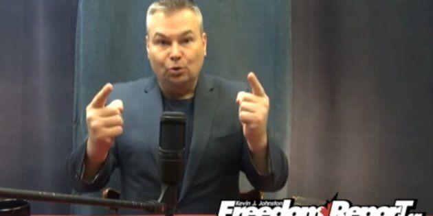 Kevin J. Johnston, vlogueur provocateur, est arrêté et