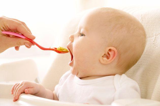 Lucía Mi Pediatra explica por qué es tan peligroso darle miel a un