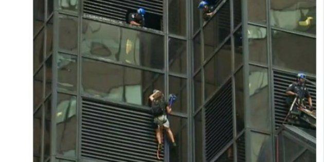 Un homme escalade la tour Trump à New York et la police se