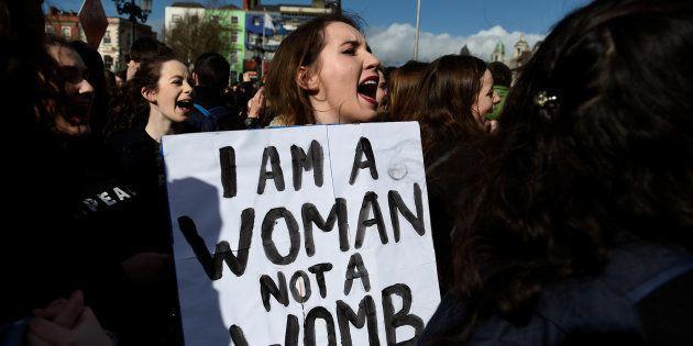Les Irlandais devront se prononcer sur l'avortement en