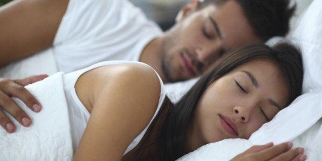 Positions dans le sommeil: une étude scientifique s'intéresse à ce qu'elles disent sur notre vie de