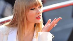 Taylor Swift essayant d'avoir l'attention de ses fans sur Instagram est Taylor à son