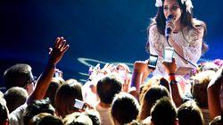 Lana Del Rey a gardé son calme devant ce fan monté sur