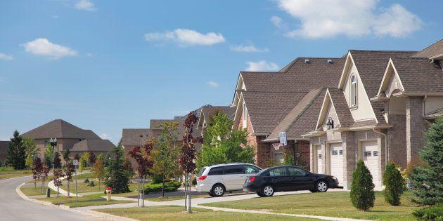 Le prix de vente moyen d\'une maison a fléchi au Canada en juillet ...