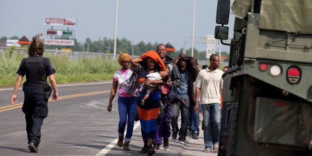 Demandeurs d'asile: près de 8000 personnes ont franchi la frontière depuis