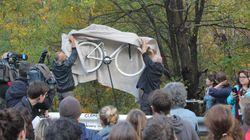 Un vélo blanc a été installé en souvenir de Clément