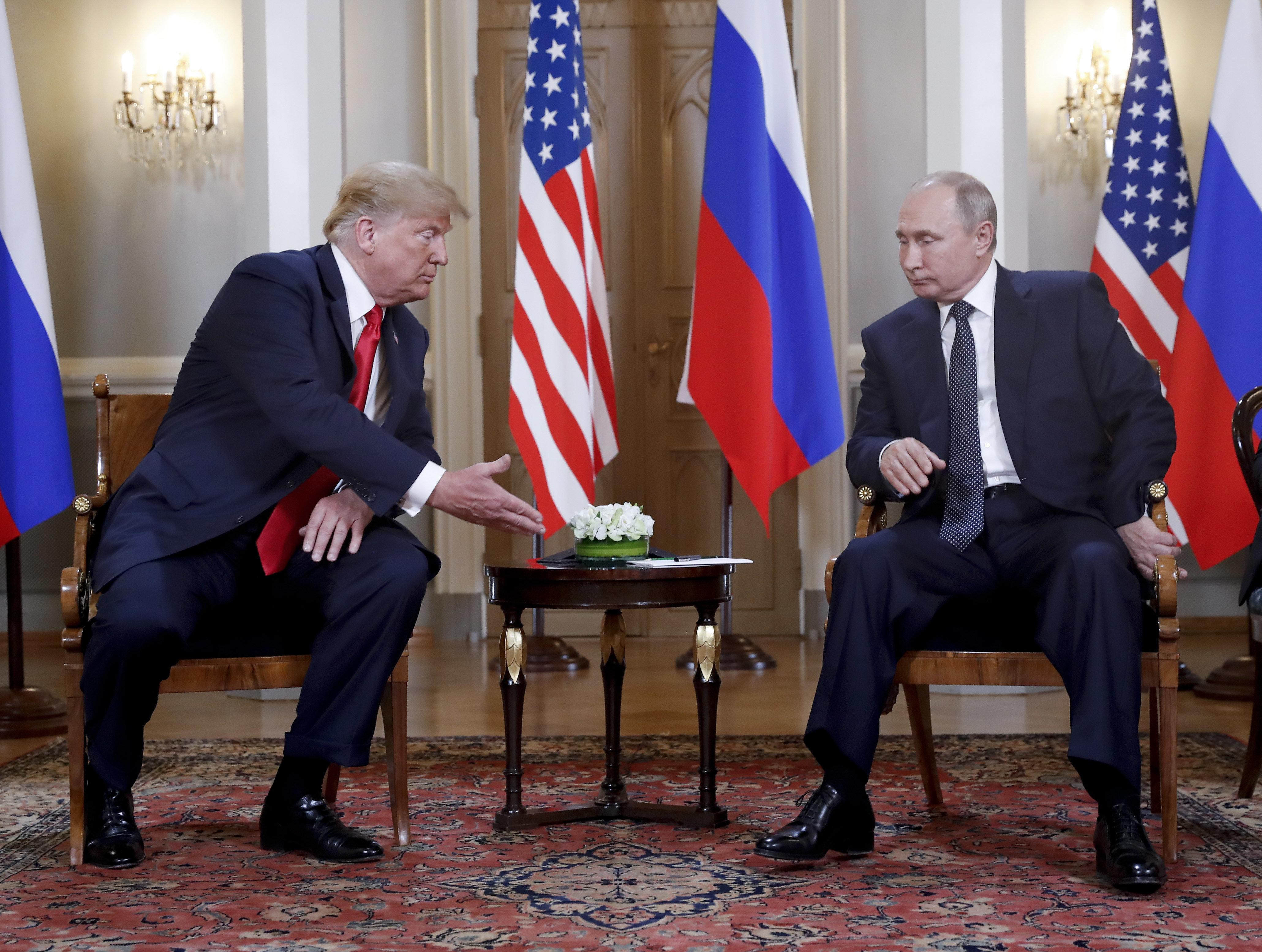 Τηλεφωνική συνομιλία Τραμπ-Πούτιν για την πιθανότητα νέας πυρηνικής
