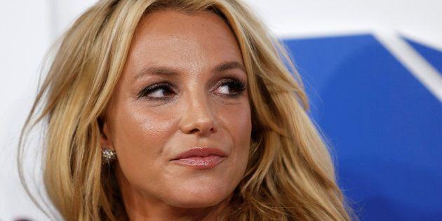Britney Spears se moque d'un fan saoul en plein