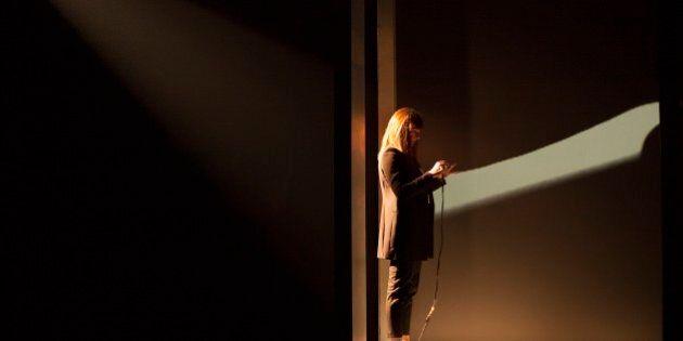 «SIRI» au Théâtre d'Aujourd'hui: l'assistante personnelle d'Apple converse en direct au théâtre