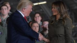 Donald Trump a une façon très particulière de saluer sa femme devant l'armée de