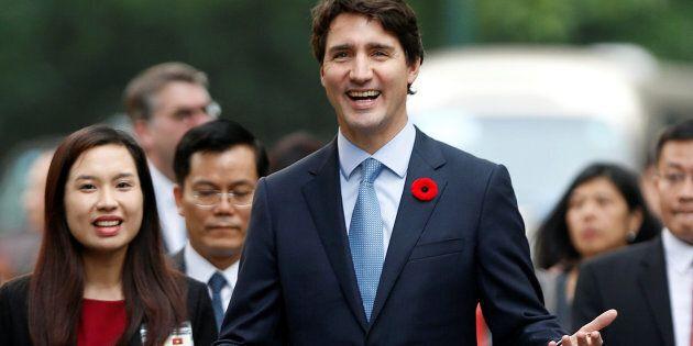 Affaire fiscale de Stephen Bronfman: Trudeau satisfait de ses explications, l'opposition