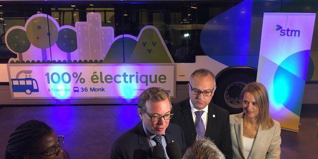 Philippe Schnobb donne une entrevue pour parler de l'achat des 40 autobus électriques.