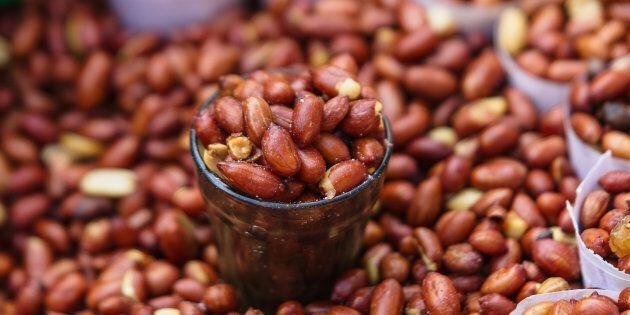 Consommer régulièrement des noix et arachides réduirait le risque