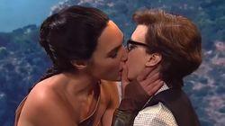 Le baiser torride entre Wonder Woman (Gal Gadot) et Kate McKinnon à