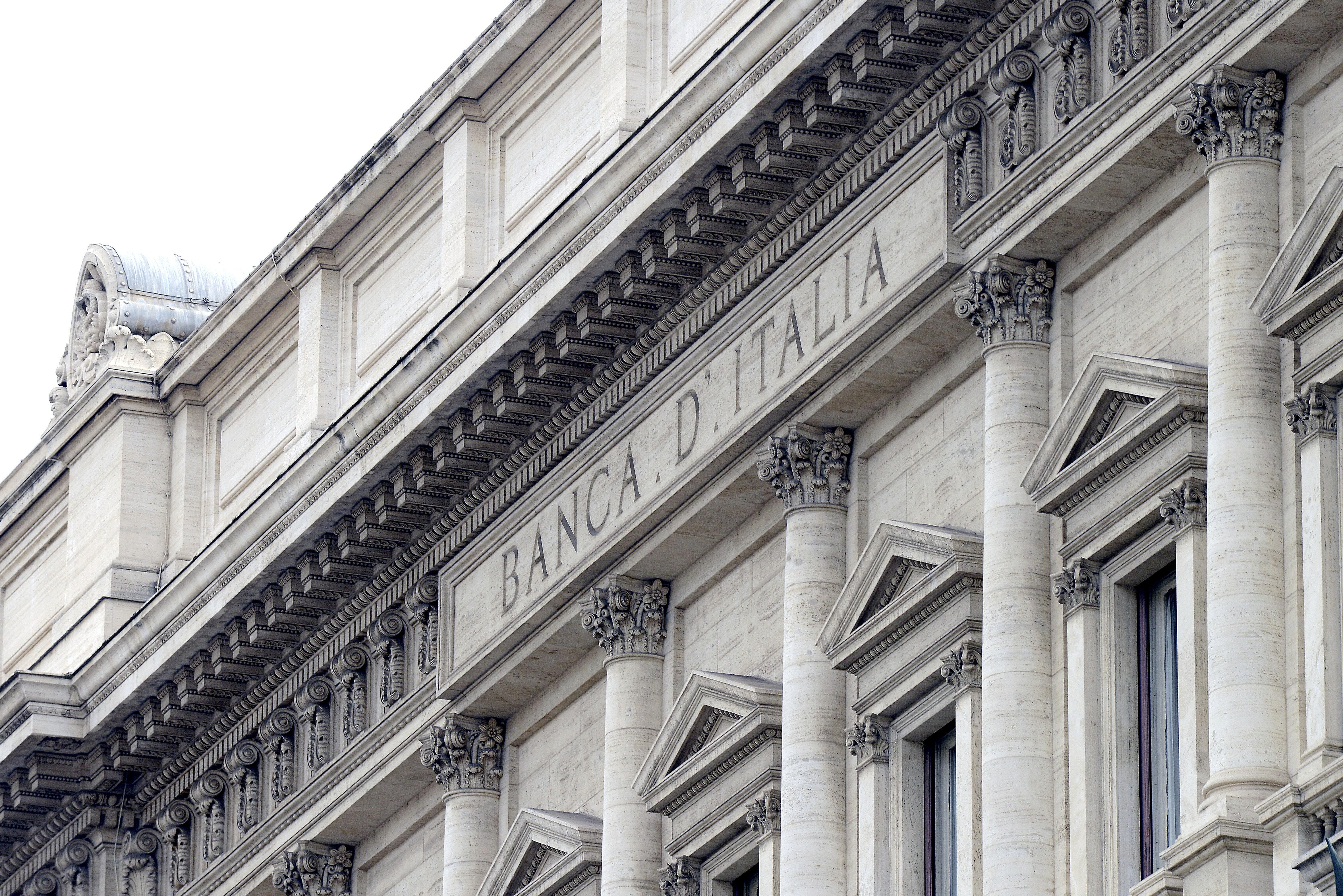 Rapporto Bankitalia: frena l'economia e aumenta il rischio