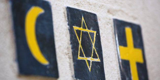 Le crucifix n'est pas uniquement un outil de commémoration, mais bel et bien un symbole puissant d'une...