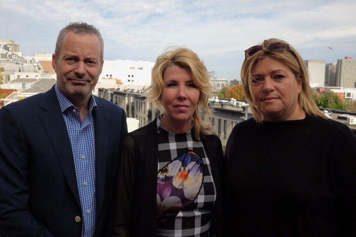 La nouvelle équipe de direction de Juste pour rire, de gauche à droite : Bruce Hills (chef des opérations), Guylaine Lalonde (présidente-directrice-générale) et Lucie Rozon (productrice exécutive)