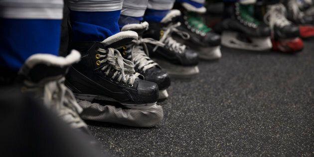 Un hockeyeur de 13 ans est suspendu pour avoir frappé un