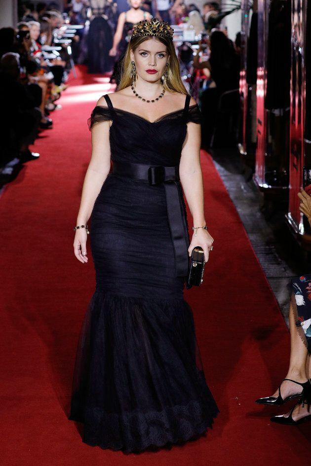 Kitty Spencer défile pour le spectacle secret de Dolce & Gabbana pendant la semaine de la mode de Milan...
