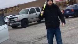 Une famille ontarienne attaquée par un homme armé d'un batte de baseball les traitant de