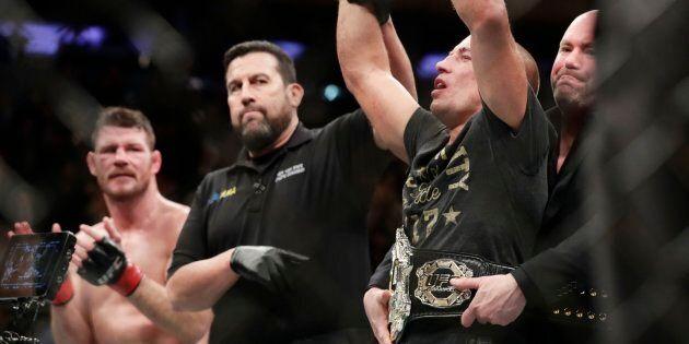 St-Pierre devient le nouveau champion des poids