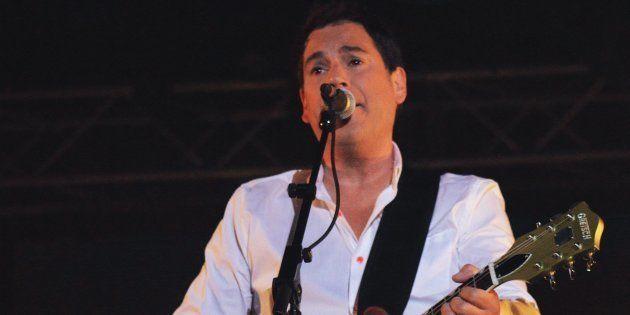 Foule d'admirateurs aux funérailles du chanteur Patrick